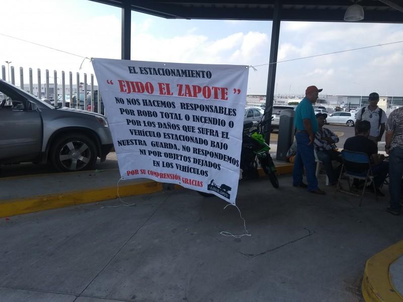 Estacionamiento de Aeropuerto de Guadalajara sin garantías:Usuarios