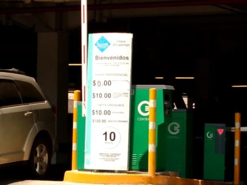 Estacionamientos de supermercados no cobrarán primeras dos horas