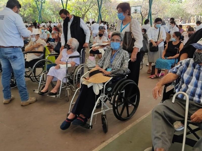 Este mes podría concluir vacunación en adultos mayores de Chiapas