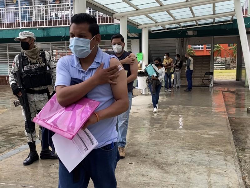 Estiman aplicar 100 mil dosis anticovid a 'chavos' xalapeños