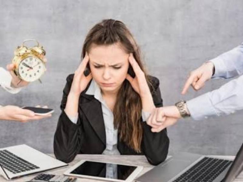 Estrés laboral puede provocar largas incapacidades.