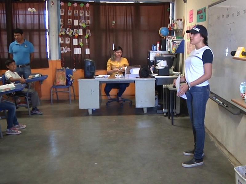 Estudiante invitan a reciclar papelería en escuelas primarias