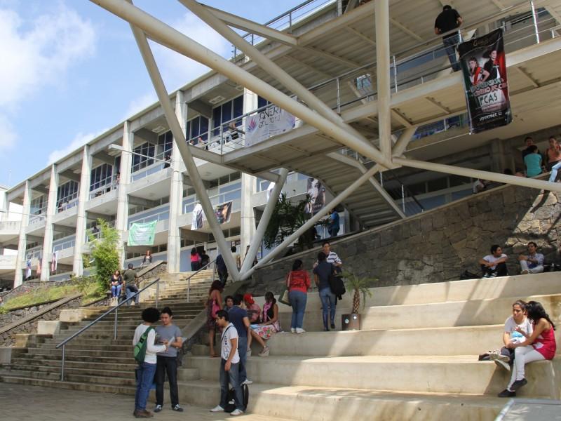 Estudiantes de FCAS conocen por primera vez sus aulas