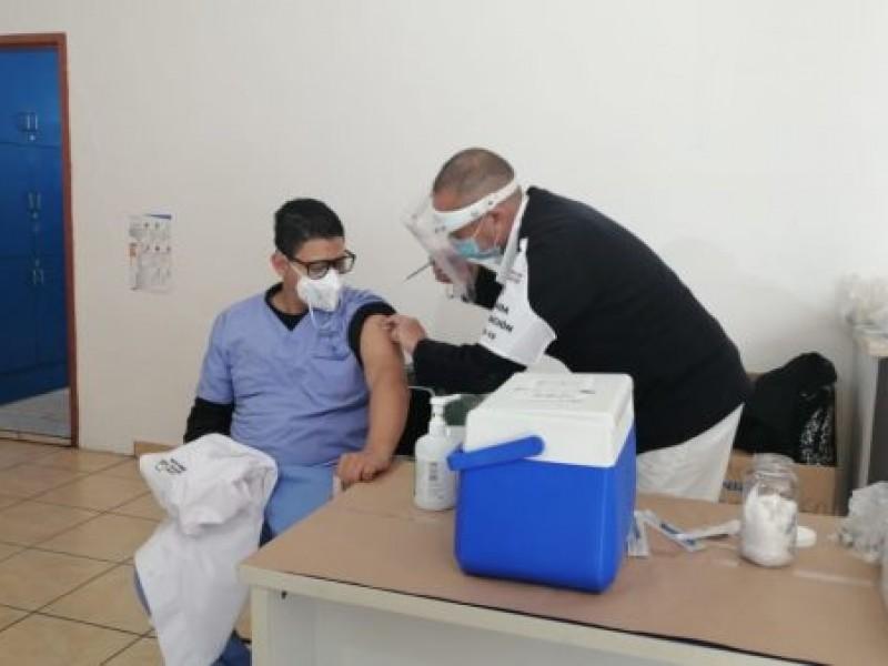 Estudiantes de internado en hospitales denuncian ser relegados de vacunación