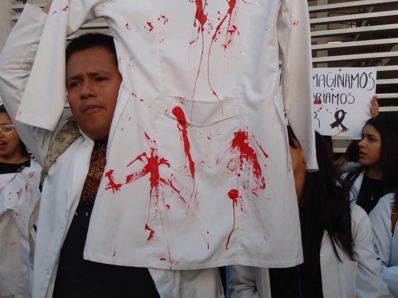 Estudiantes de medicina piden justicia con marcha
