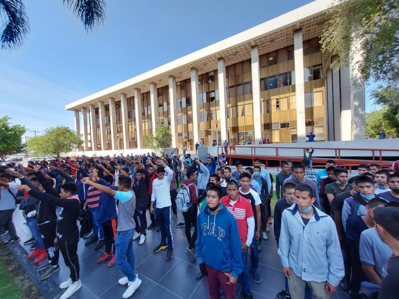 Estudiantes de normal de Atequiza exigen mejores condiciones