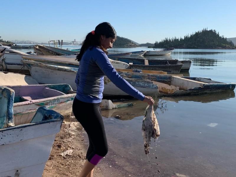 Estudiantes limpian Río Escondido