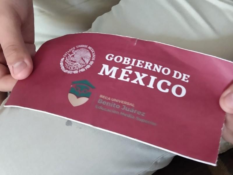 Estudiantes temen perder la beca Benito Juárez