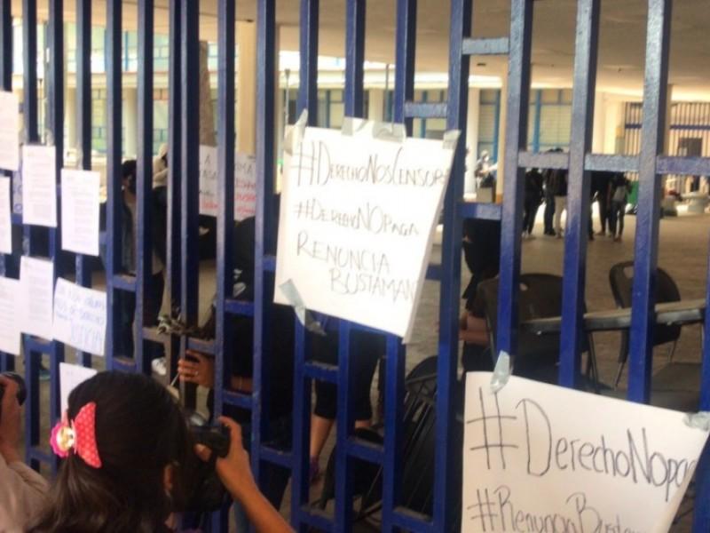 Estudiantes toman Facultad de Derecho de la UNAM