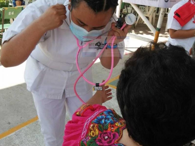 Estudiantes voluntarios de Enfermería participan en jornada de vacunación