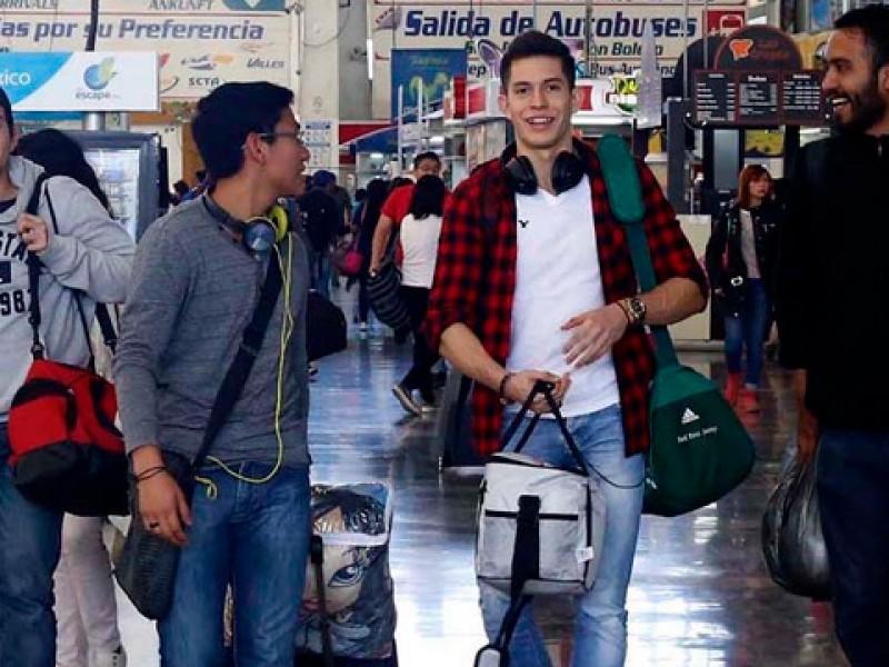Estudiantes y maestros, con descuentos para viajar en vacaciones: SCT