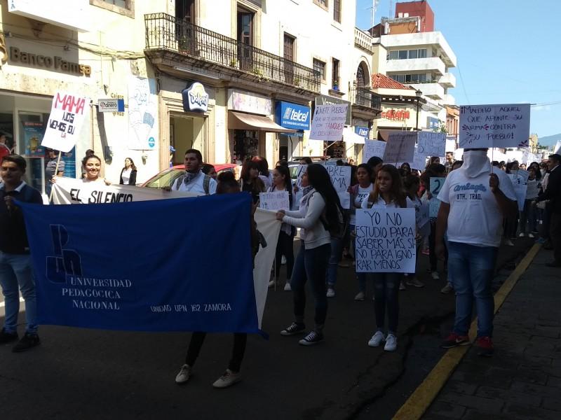 Estudiantes zamoranos conmemoran aniversario de matanza de Tlatelolco