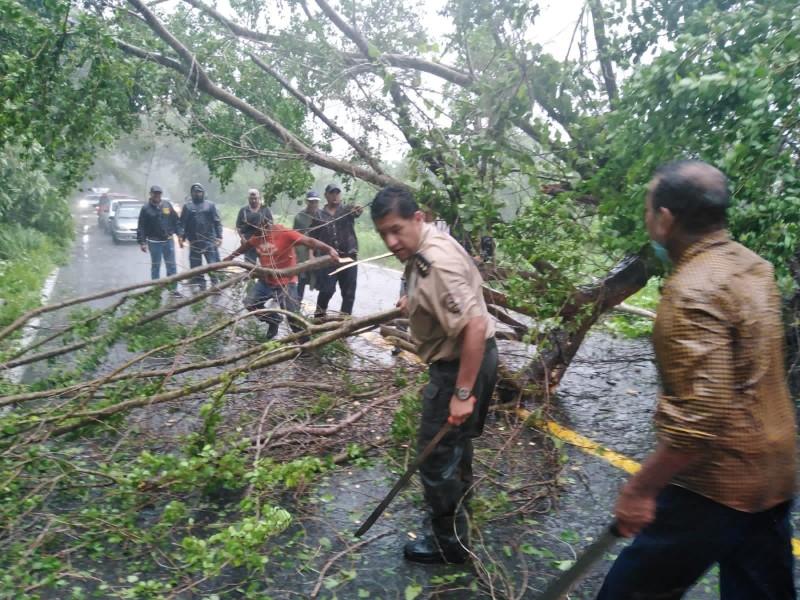 Evacuan 30 comunidades de Jalisco por Huracán Nora