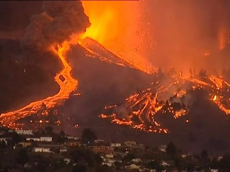 Evacuan a cinco mil tras erupción volcánica en La Palma