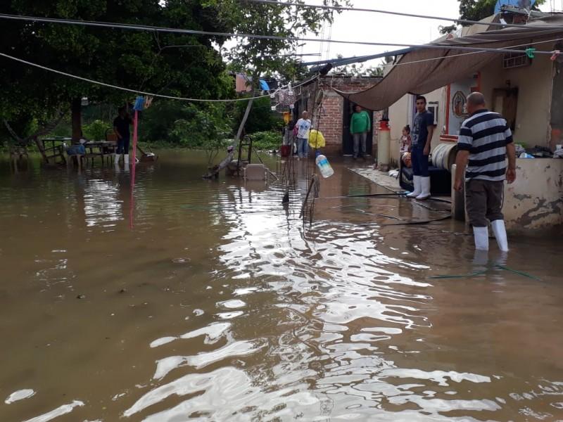 📷 Evacuan a familias en JJR