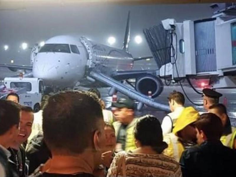 Evacúan  a pasajeros en avión de aeroméxico