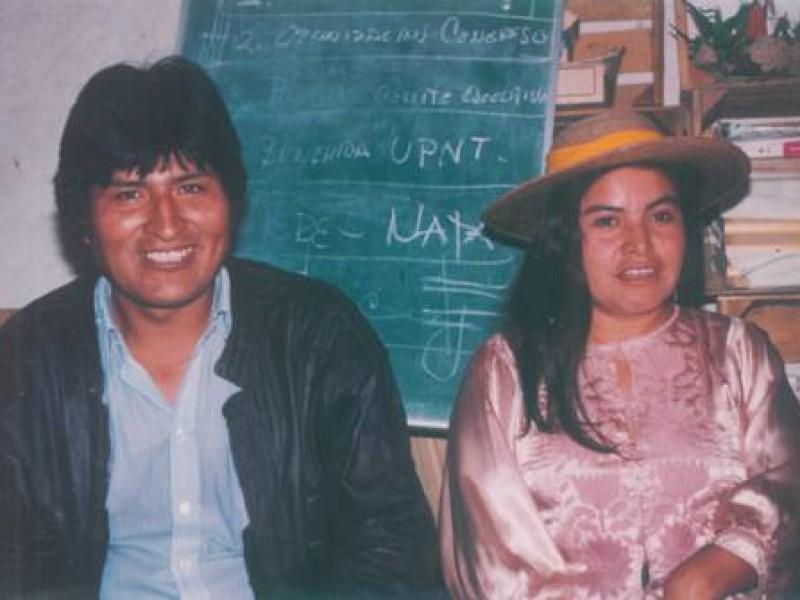 Evo Morales y una activista queretana