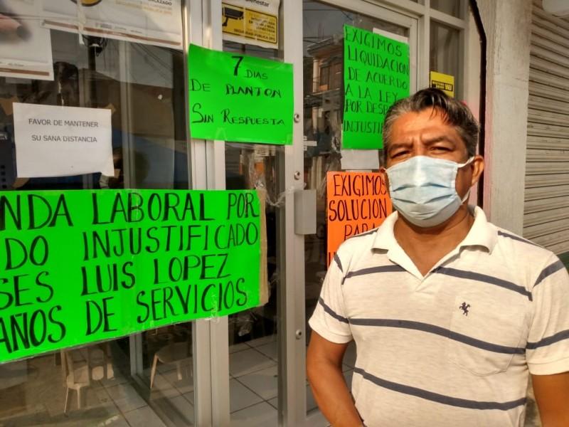 Ex trabajador de Banco Bienestar cumple 9 días de protesta