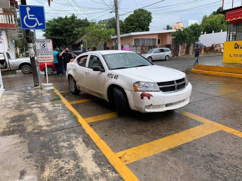 Exhiben a empleado municipal por causar accidente
