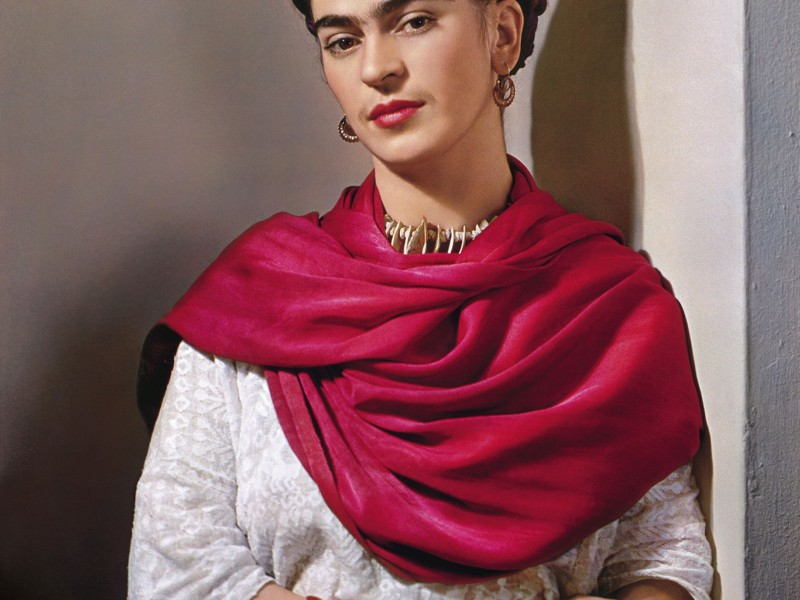 Exhiben guardarropa de Frida Kahlo en Londres
