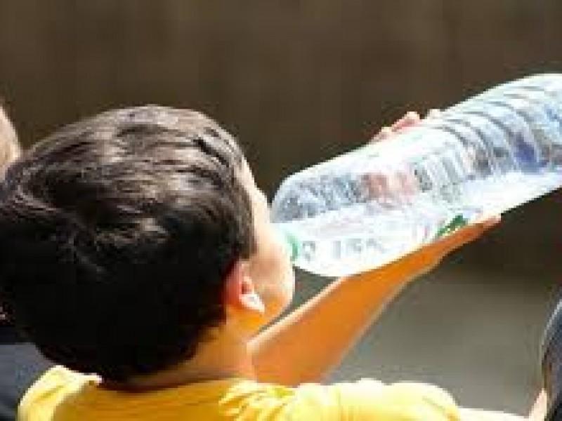 Exhortan a prevenir deshidratación por altas temperaturas