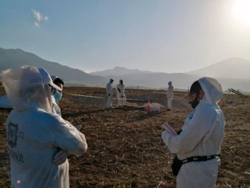 Exhuman 2 cuerpos en la fosa clandestina de Xalisco