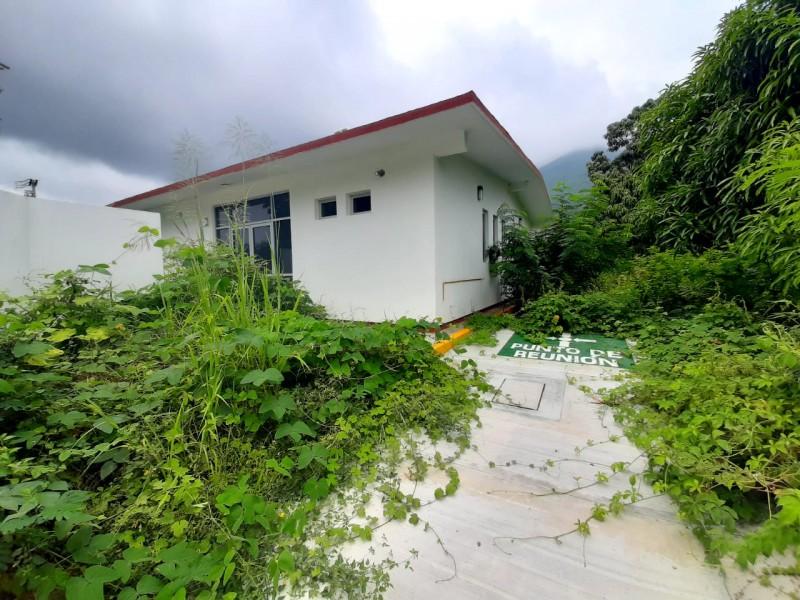 Exigen entrega de centro de salud en Santa María Huamelula