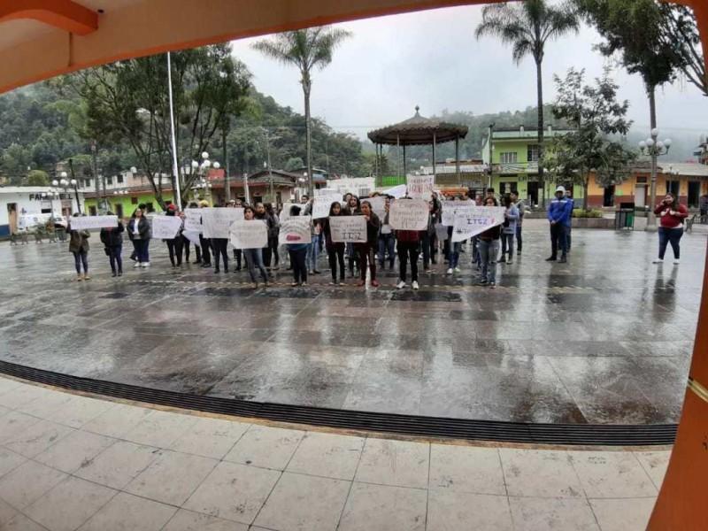 Exigen justicia para maestro asesinado en Zongolica