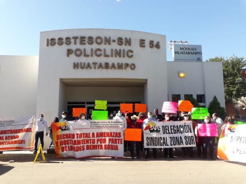 Exigen la destitución de la directora del ISSSTESON en Huatabampo