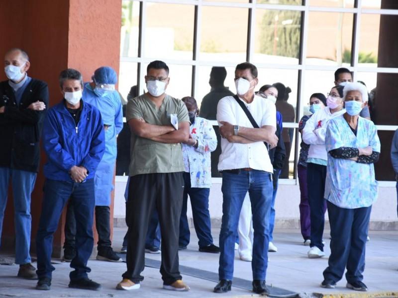 Exigen vacunación para trabajadores de la clínica del magisterio