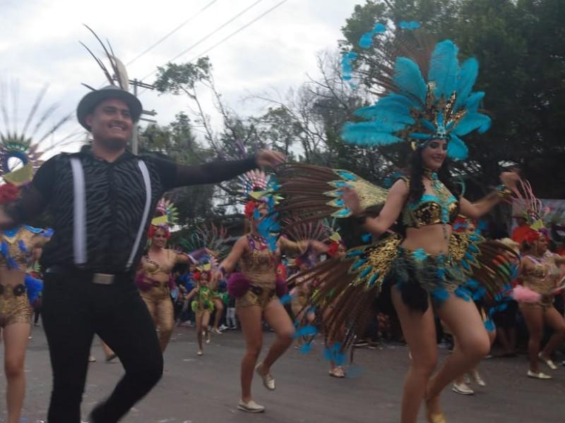Exitoso primer desfile de Carnaval