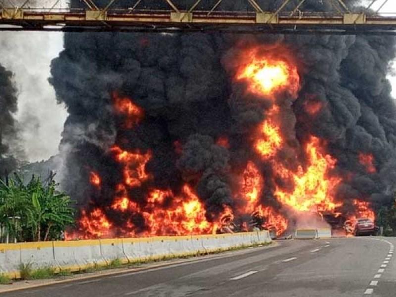 Explosión de pipa con combustible en Tabasco deja 4 muertos