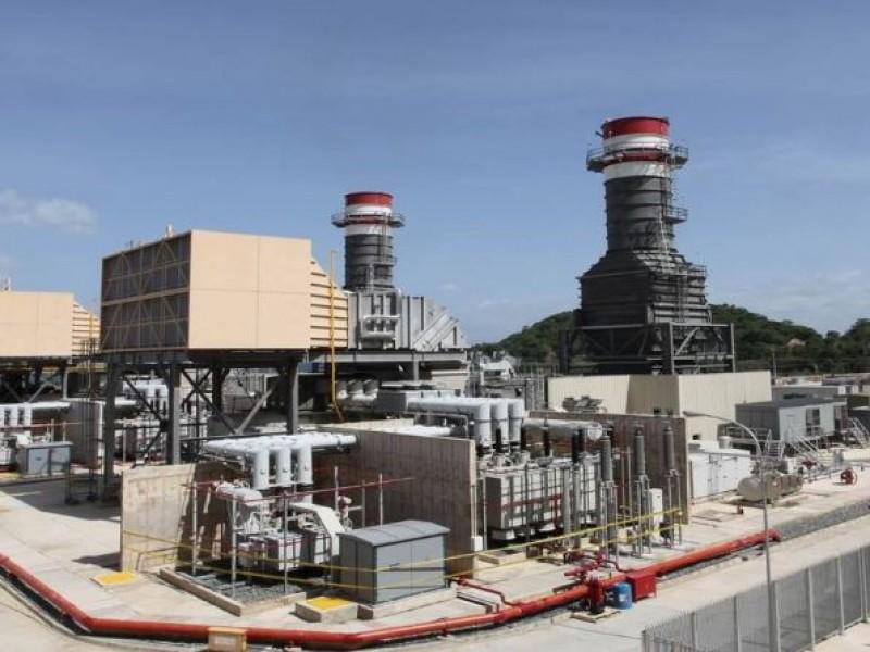 Explosión en termoeléctrica deja un muerto