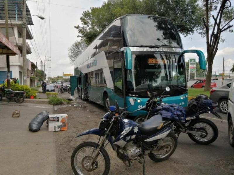 Explota granada a bordo de camión en Michoacán
