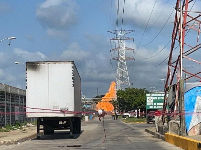 Explota línea de gas en complejo Pajaritos, en Coatzacoalcos