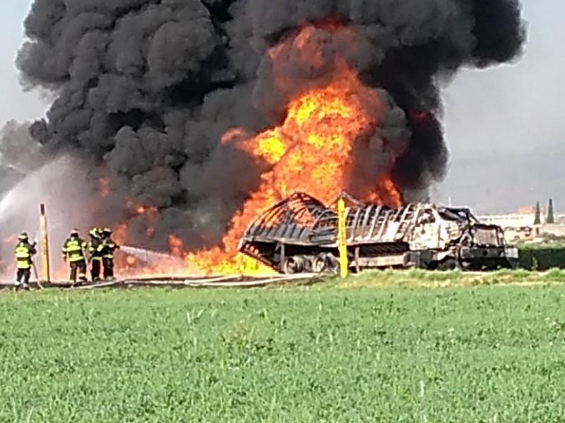 Explota toma clandestina de combustible en Toluca