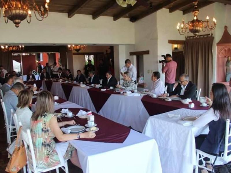 Exponen empresarios propuesta económica a autoridades de Morelia