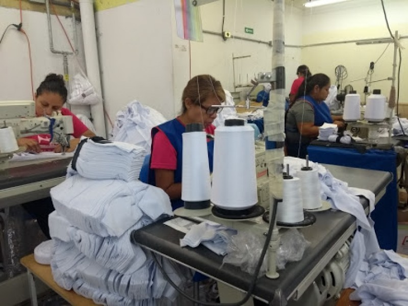 Fabricantes de uniformes demandan anticipo para no paralizar confección