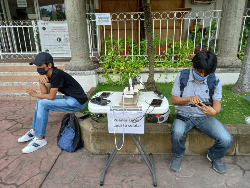 Facilitan conexiones eléctricas y acceso a internet en Tuxpan