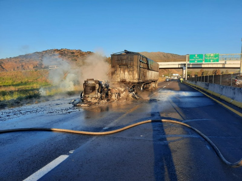 Falla eléctrica provoca nuevamente siniestro en autopista Guadalajara-Tepic