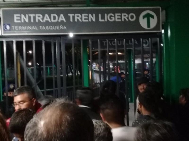 Falla en Tren Ligero ocasiona cierre de estación