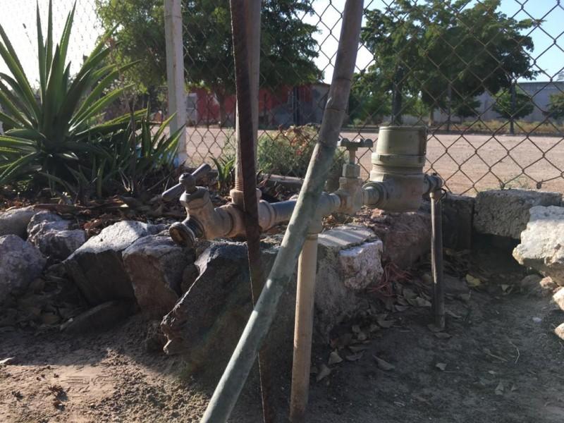 Fallas eléctricas dejan sin agua comunidades y colonias en Ahome