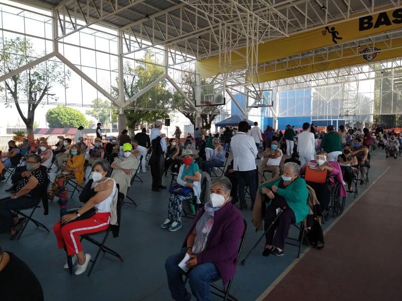 Fallece adulto mayor mientras esperaba vacuna, en Morelia