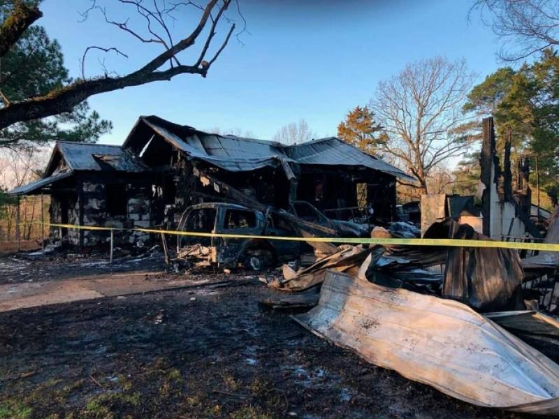 Fallece mujer junto a sus hijos en incendio en EU