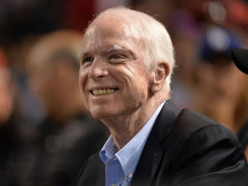 Fallece senador republicano John McCain