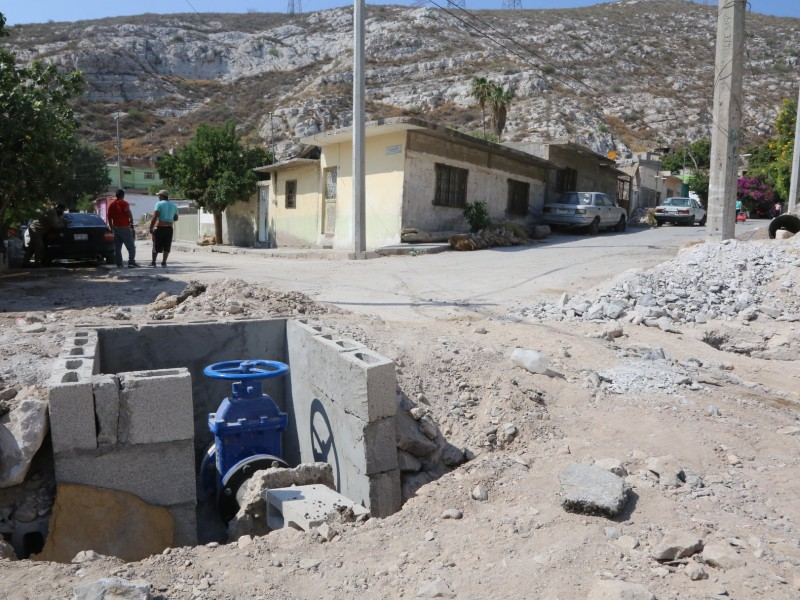 Falta de agua y drenaje por falta de contratos: Simas