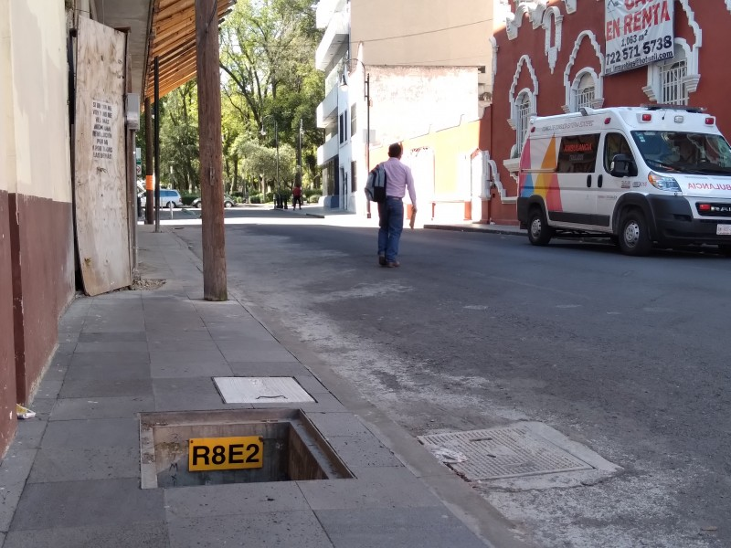 Falta de registros en calles de Toluca un peligro constante