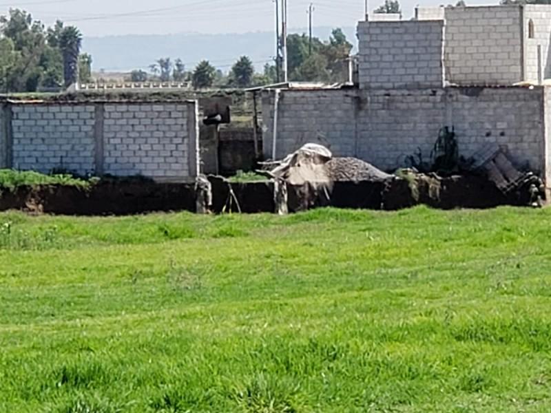 Familia afectada por socavón inconforme por terreno que les regalarán