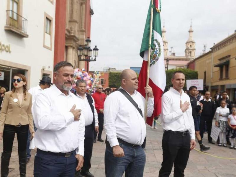 Familia Lebarón replica caminata por la paz en León, Guanajuato