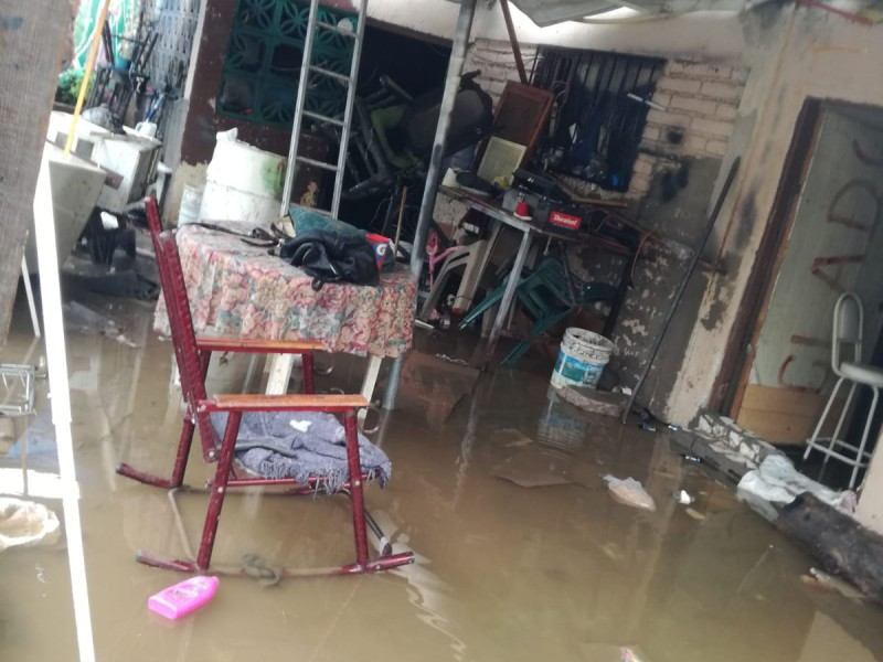 Familia pide apoyo al municipio para instalar rejillas pluviales